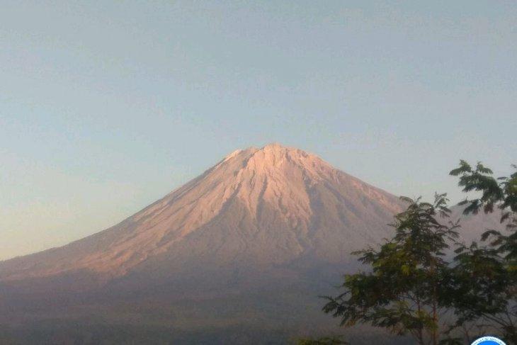 Gunung Semeru tunjukkan aktivitas kegempaan letusan