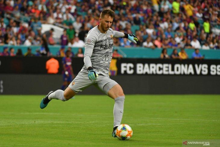 Arsenal tertarik gaet kiper Neto dari Barcelona