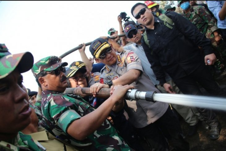 Panglima TNI tinjau lokasi Karhutla di Pekanbaru
