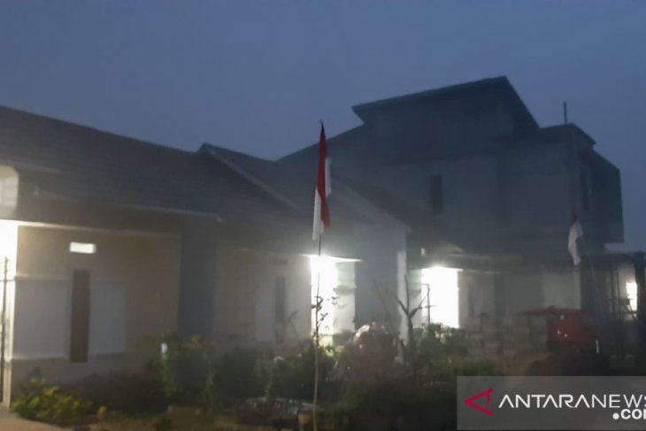 Pontianak residents exposed to thick smoke from wildfire