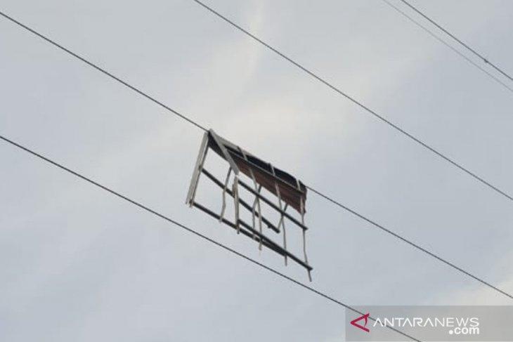 PLN pulihkan gangguan jaringan akibat puting beliung