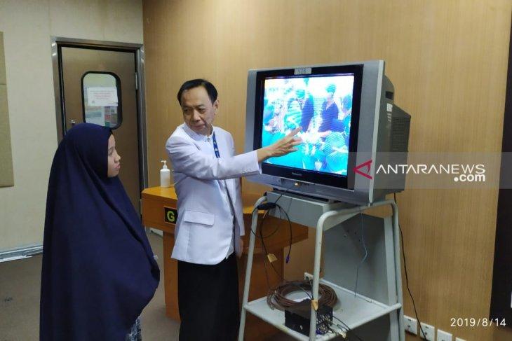 Kembar siam Aqila-Azila berhasil dipisahkan setelah lima jam operasi