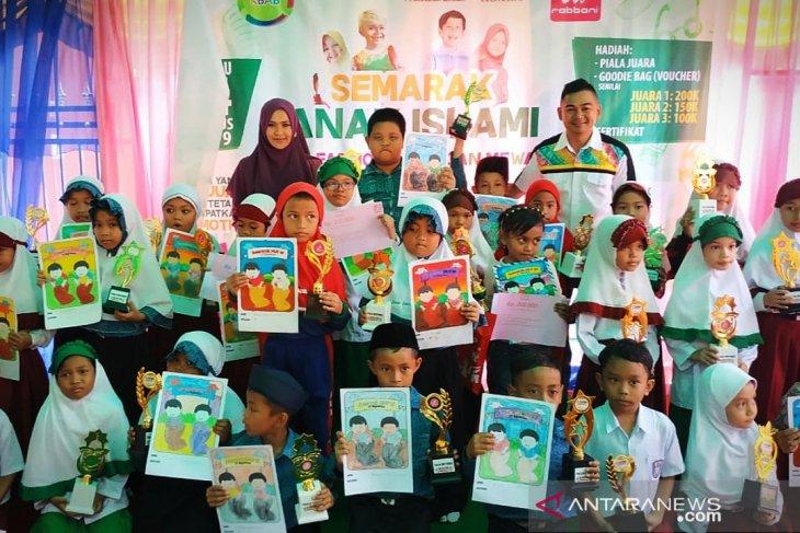 Lomba Mewarna Dan Fashion Show Anak Meriahkan Hut Ri Di Barabai Antara News Kalimantan Selatan