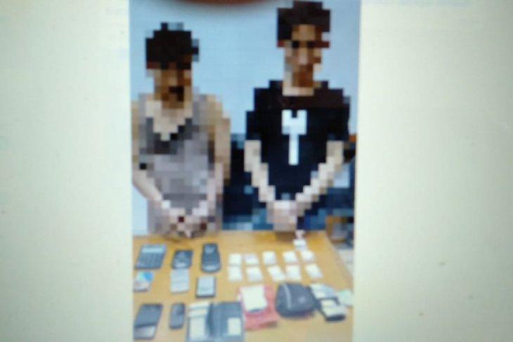 Rumah kontrakan pengeder narkoba  digerebek, dua orang ditahan