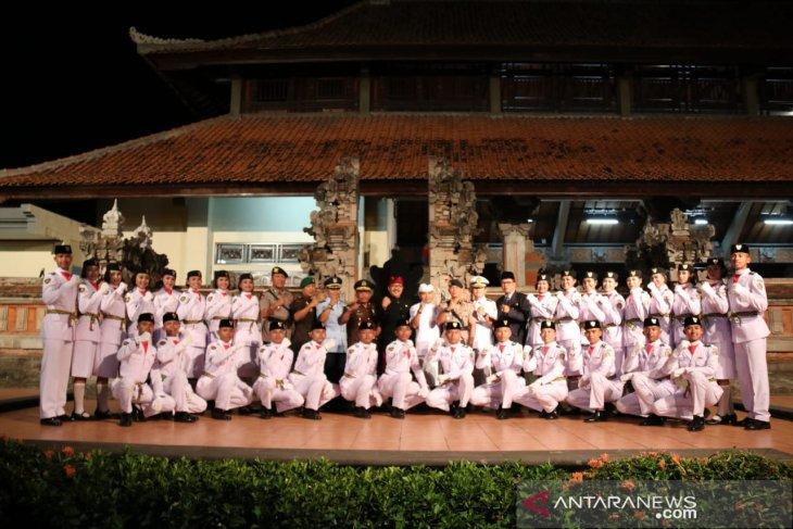 Wagub Bali kukuhkan 30 anggota Paskibraka (video)