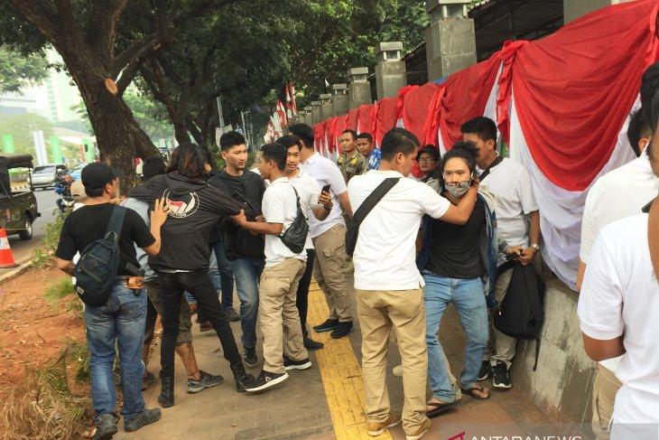 Polisi tangkap tujuh pendemo depan gedung DPR, diduga kelompok Anarko