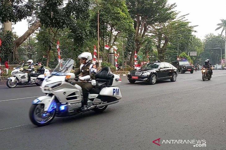 Presiden Jokowi keluar Istana Bogor dengan pengawalan dua kali lipat