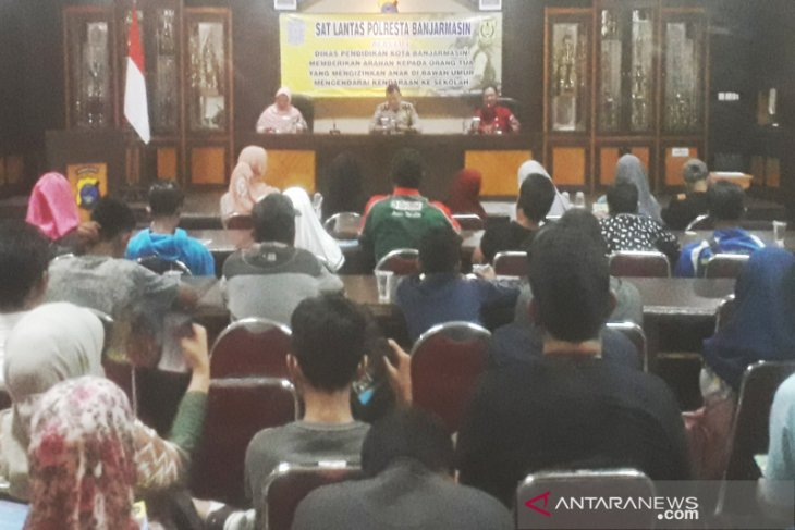 52 pelajar SMP bersama orang tua tandatangani surat pernyataan