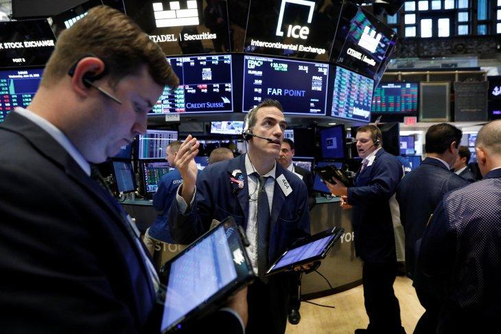 Wall Street ditutup bervariasi di tengah investor pertimbangkan data ekonomi terbaru