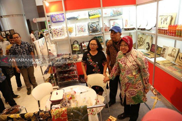 Deskranada Surabaya pamerkan kerajinan bunga kering dan bordir di SGE 2019