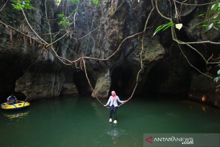 Wisata Gua Limbuhang Haliau
