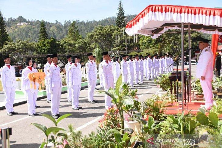 Shabela Abubakar pimpin upacara pengibaran bendera Merah Putih HUT Ke-74 RI