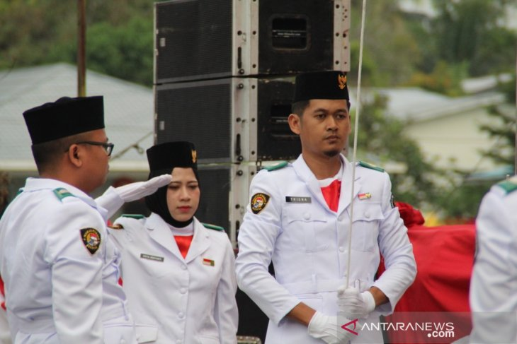 Indonesian migrant worker becomes commander in flagnhoisting ceremony