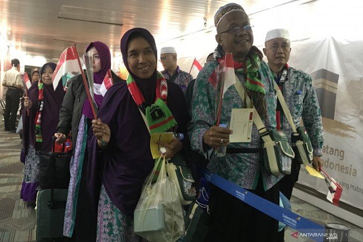 Jamaah haji kloter pertama tiba di Tanah Air