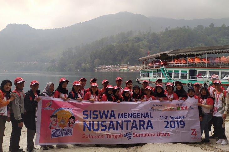 Peserta SMN asal Sulawesi Tengah takjub  dengan legenda 'Batu Gantung'