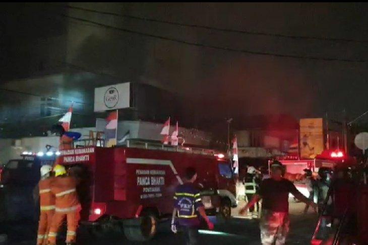 Kantor Multifinance Adira di Pontianak terbakar