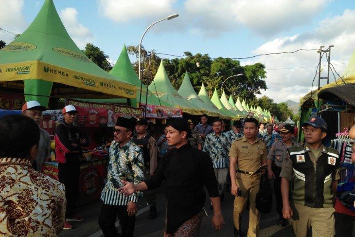 Bupati Trenggalek buka pasar rakyat libatkan ribuan UMKM