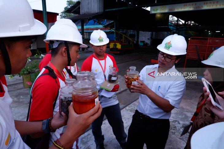 Peserta SMN Sulawesi Tengah belajar proses pengolahan kelapa sawit