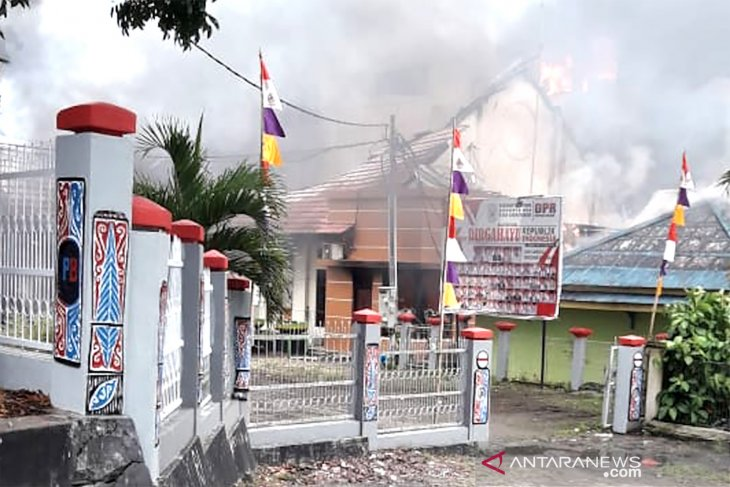 TNI Polri berupaya kendalikan situasi di Manokwari