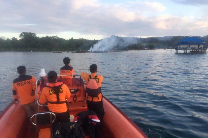 KM Izhar terbakar, Basarnas Sultra evakuasi tiga korban