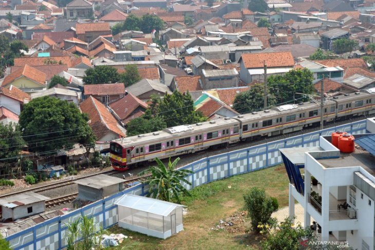 Commuter train service operates normally during Christmas holidays