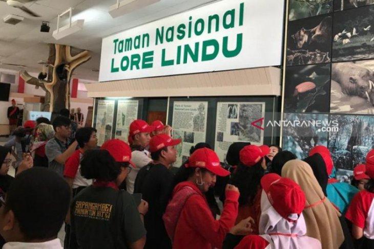 Peserta SMN Sumut berkunjung ke Museum  Sulawesi Tengah