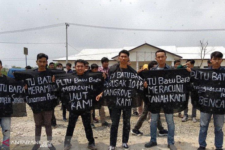 Di sela sidang gugatan, koalisi gelar aksi tolak PLTU