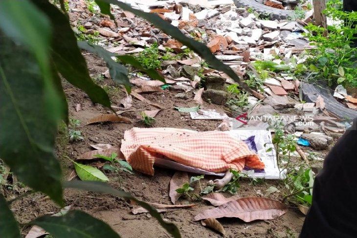 Warga temukan Mayat bayi mengapung di Sungai Babura Medan