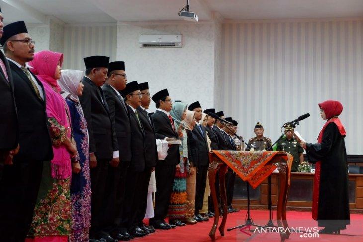 Gubernur tegur Pemkab-DPRD Situbondo soal keterlambatan Raperda APBD 2021