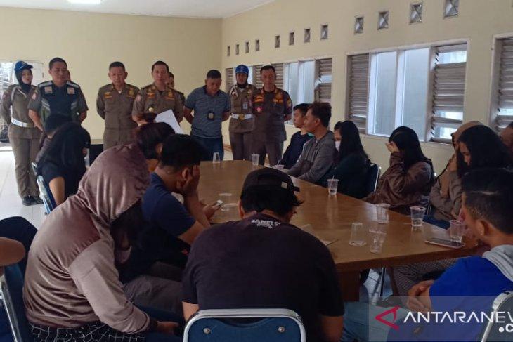 14 pasangan bukan suami-istri di kos-kosan Karawang terjaring operasi