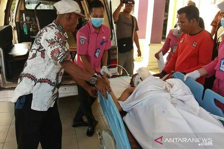 Tertimpa pohon saat tugas, anggota Satgas Karhutla Batanghari meninggal