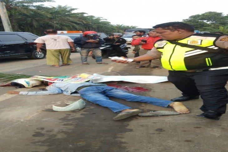 Vario kontra truk tronton di Tebing Tinggi, satu tewas