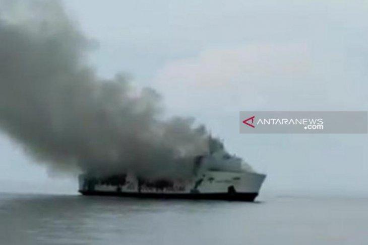 KM Santika Nusantara  tujuan Surabaya - Banjarmasin terbakar di Masalembu