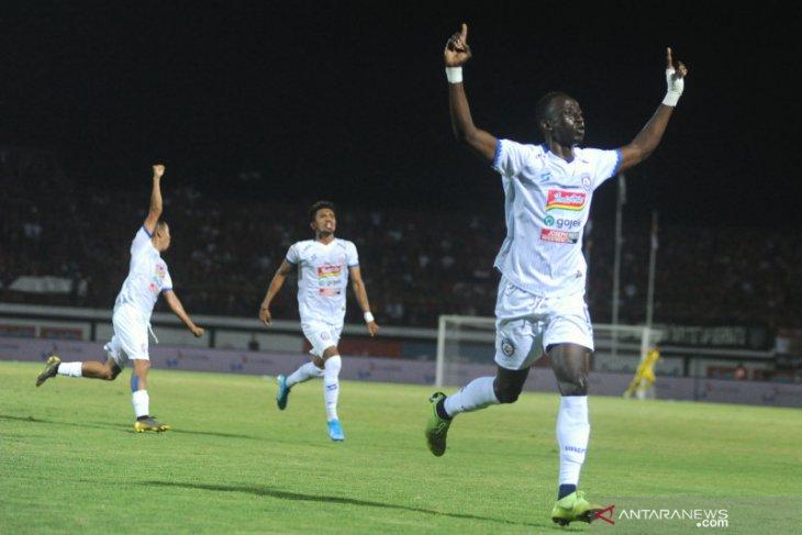 Persipura Ditahan berimbang Arema FC 2-2
