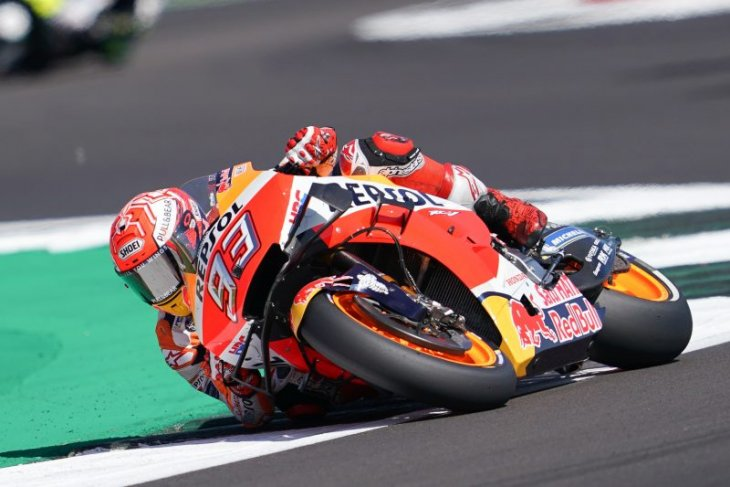 Marc Marquez gagalkan Rossi rebut pole position di Silverstone