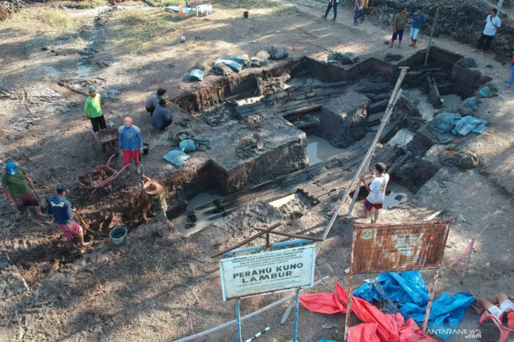 Ekskavasi perahu kuno di Jambi