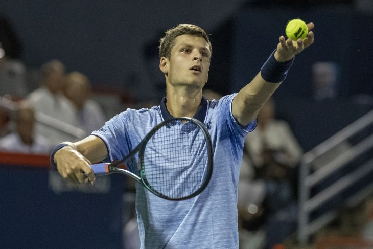 Hubert Hurkacz kalahkan Paire untuk juarai ATP pertama