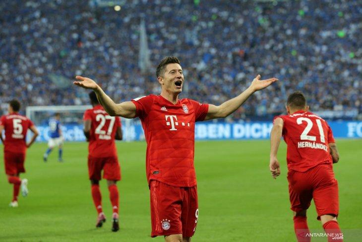 Lewandowski cetak tiga gol, Munchen bungkam Schalke 3-0
