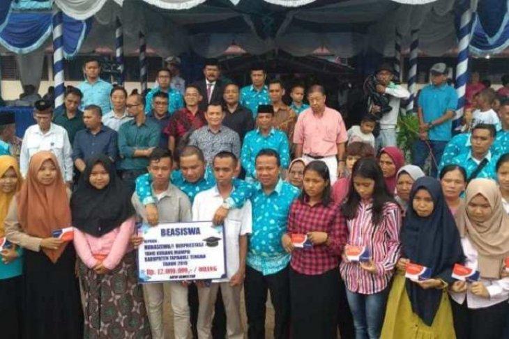 20 mahasiswa asal Tapteng dapat beasiswa dari pemkab