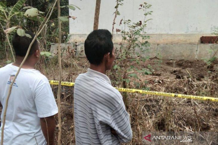 Polisi selidiki penemuan empat tengkorak manusia di belakang rumah warga