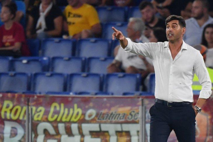 Liga Italia - Bagi manajer Roma, sulit sepak bola tanpa pelukan hangat