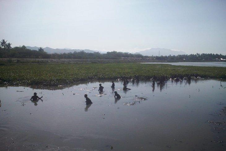 Korem Nani Wartabone Gorontalo lakukan bersih Danau Limboto