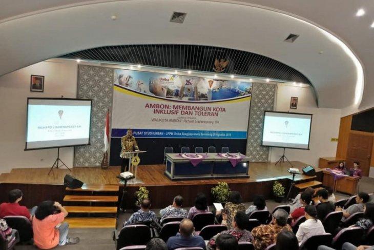 Wali kota Ambon paparkan kebijakan kota inklusif dan toleran