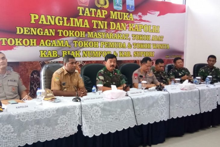 Military, police chiefs hold dialog with Papuan leaders in Biak