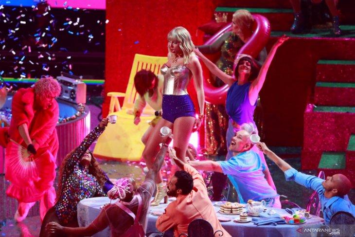 Karena virus corona, Video Music Awards MTV batal digelar di dalam ruangan