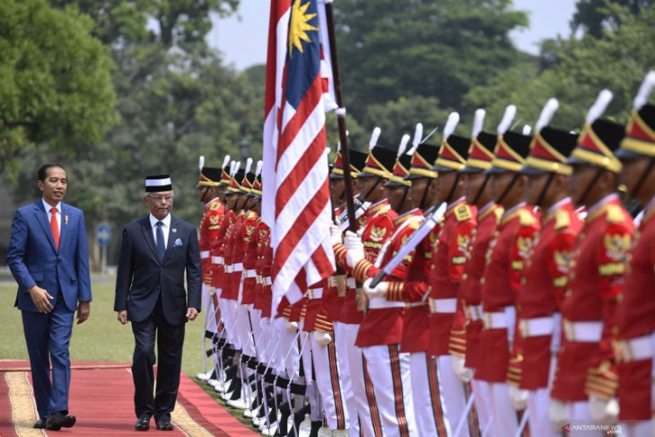 Widodo extends warm welcome to Malaysian King at Bogor Palace