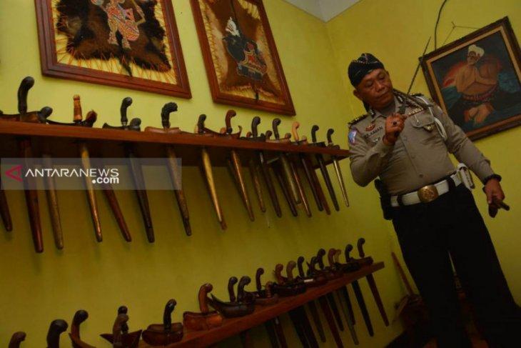 Kisah polisi di Jombang gemar koleksi keris