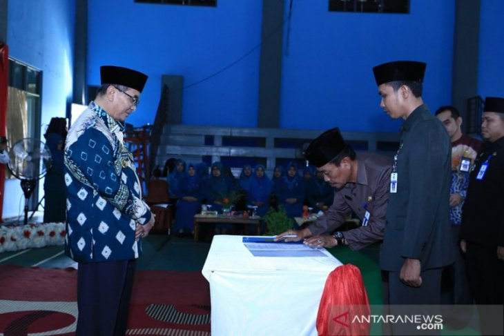 Jabatan tiga camat wilayah Daha diserah terimakan