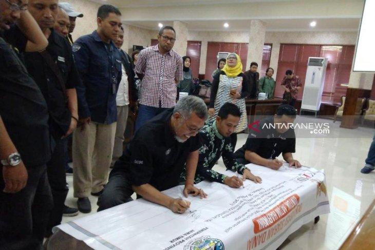 Deklarasi bersama lembaga penyiaran, KPID Jatim canangkan kesepakatan siaran damai