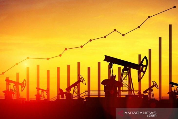 Harga minyak menetap lebih tinggi didukung paket paket stimulus AS